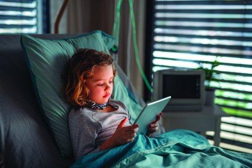 Quel rôle donner aux écrans pour les enfants malades ?