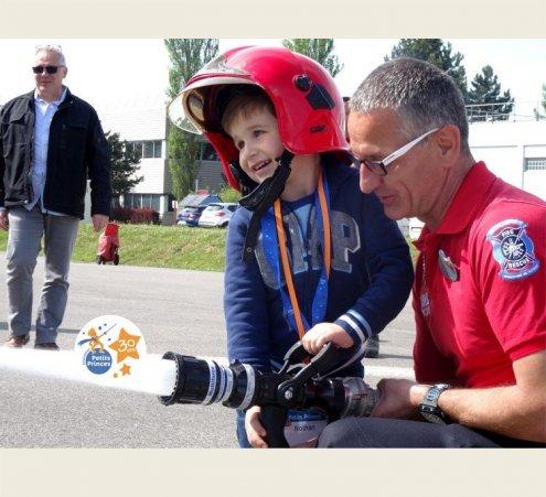 Nolhan, 4 ans, à Disneyland avec les pompiers