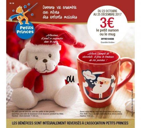 Un mug et un ourson aux couleurs de Noël