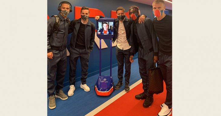 Noa au plus près de l'équipe du PSG