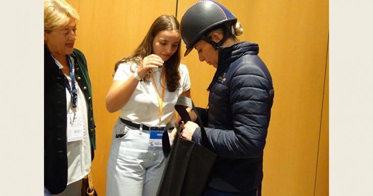 Emma rencontre la championne de dressage