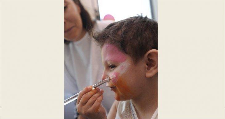 Toute l'année 2015 : un atelier maquillage à l'hôpital Necker-Enfants malades (AP-HP)